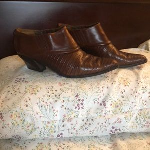 Via Spiga brown ankle booties